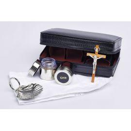 Bursa z wyposażeniem liturgicznym do chrztu