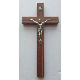 Krzyż drewniany wiszący, frezowany 20,5 cm