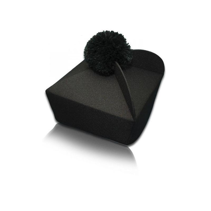 Biret czarny trójrożny