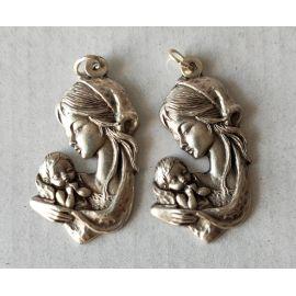 Medalik metalowy Matka Boża z Dzieciątkiem 3,5 cm