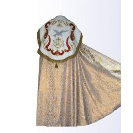 Kapa koloru złotego